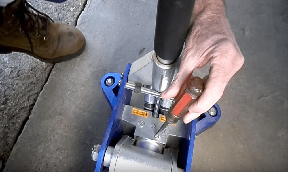 How to Fix a Floor Jack